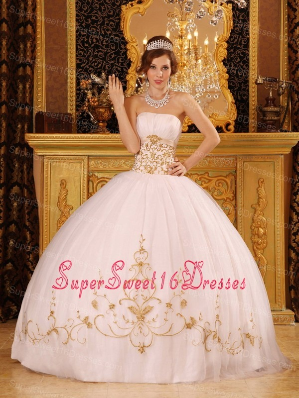 2013 White Strapless Organza Embroidery Sweet 15 Dress