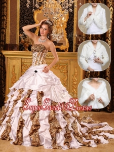 Fashionable White Quinceanera Gowns with Beading and Ruffles
