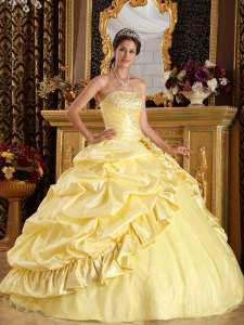 Latest Light Yellow Sweet 16 Dress Taffeta and Tulle Beading Ball Gown
