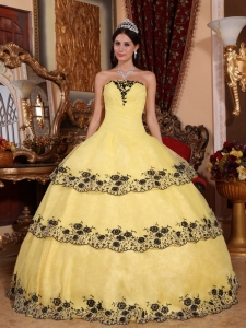 Affordable Yellow Sweet 16 Dress Strapless Organza Lace Appliques Ball Gown